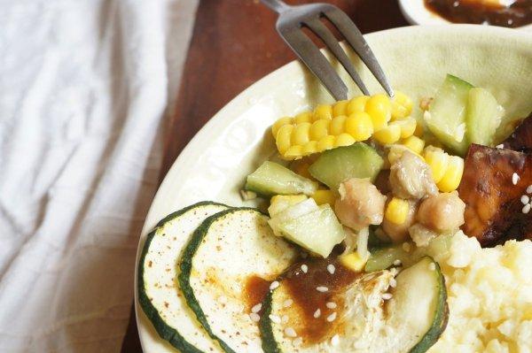 Uborkás. csicseriborsó saláta