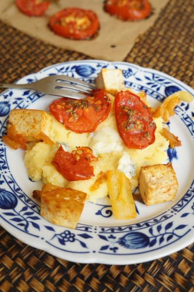 Kéksajtos polenta